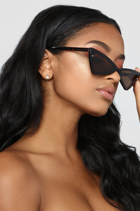 Sunkissed Sensation Sunglasses - Tortoise
