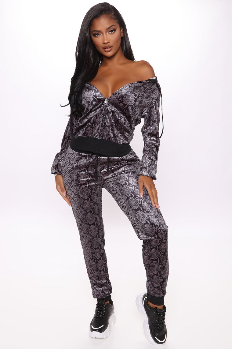 The OG Trendsetter Cobra Print Velour Set - Black