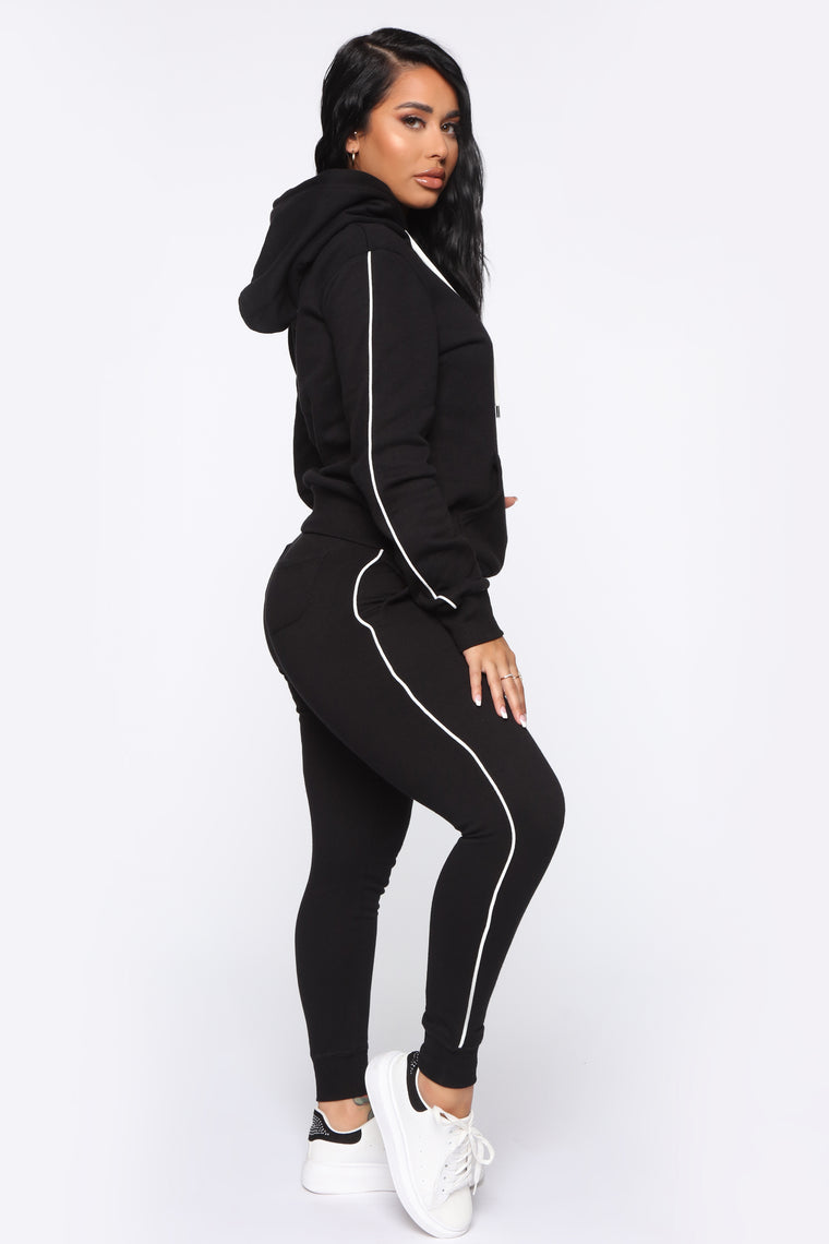 Tennis And Chill Fleece Jogger - Black