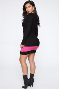 Time To Gossip Sweater Midi Dress - Black/Fuchsia Angle 4