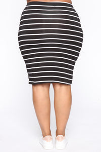 Keeping Things Casual Skirt - Black/White