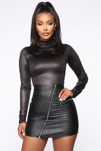 Slick Move Turtleneck Top - Black