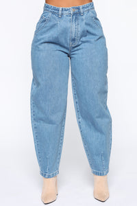 Daydreaming High Rise Mom Jeans - Medium Wash Angle 5