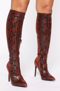 You Kneed This Boots - Chocolate Snake
