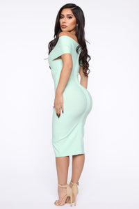 Looking For A Date Midi Dress - Sage Angle 4