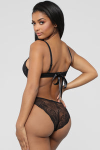 Unravel Me Bra And Panty Set - Black