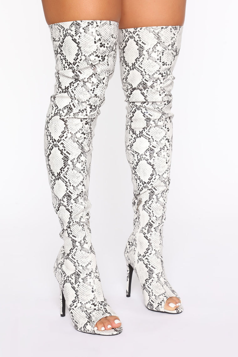 Feline Heeled Boots - Black/White