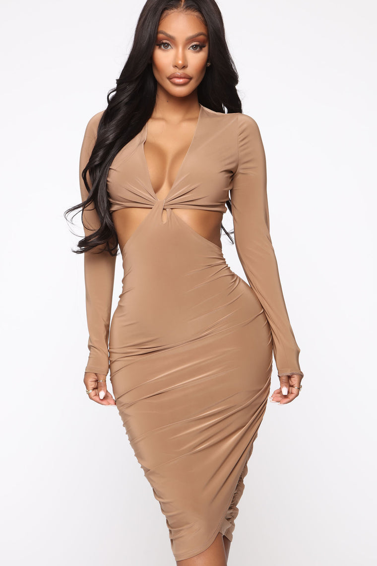 I Know You Know Ruched Midi Dress - Light Mocha