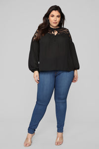 Floral Thoughts Tops - Black