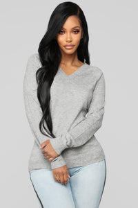 Essential V Neck Sweater - Heather Grey