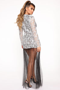 Queen In The Making Maxi Dress - Silver/Black Angle 5
