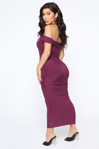Fresh New Take Ruched Midi Dress - Plum Angle 4