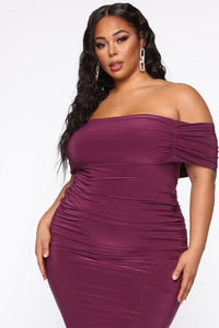 Fresh New Take Ruched Midi Dress - Plum Angle 8