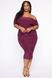 Fresh New Take Ruched Midi Dress - Plum Angle 5