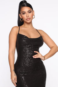 Stand Out Tonight Sequin Midi Dress - Black Angle 2