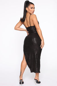 Stand Out Tonight Sequin Midi Dress - Black Angle 4