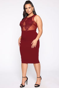 Make Your Way Here Midi Dress - Burgundy