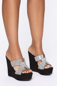 Pretty In Stones Wedges  - Black Angle 3