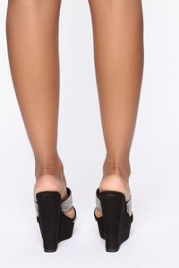 Pretty In Stones Wedges  - Black Angle 4