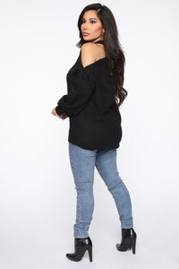 Don't Get It Twisted Sweater - Black