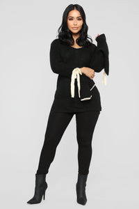 Avery Contrast Sweater - Black