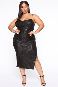 Stand Out Tonight Sequin Midi Dress - Black Angle 5