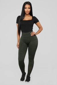 The Impossible Seamless Leggings - Olive Angle 3