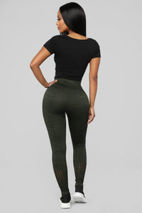 The Impossible Seamless Leggings - Olive Angle 6