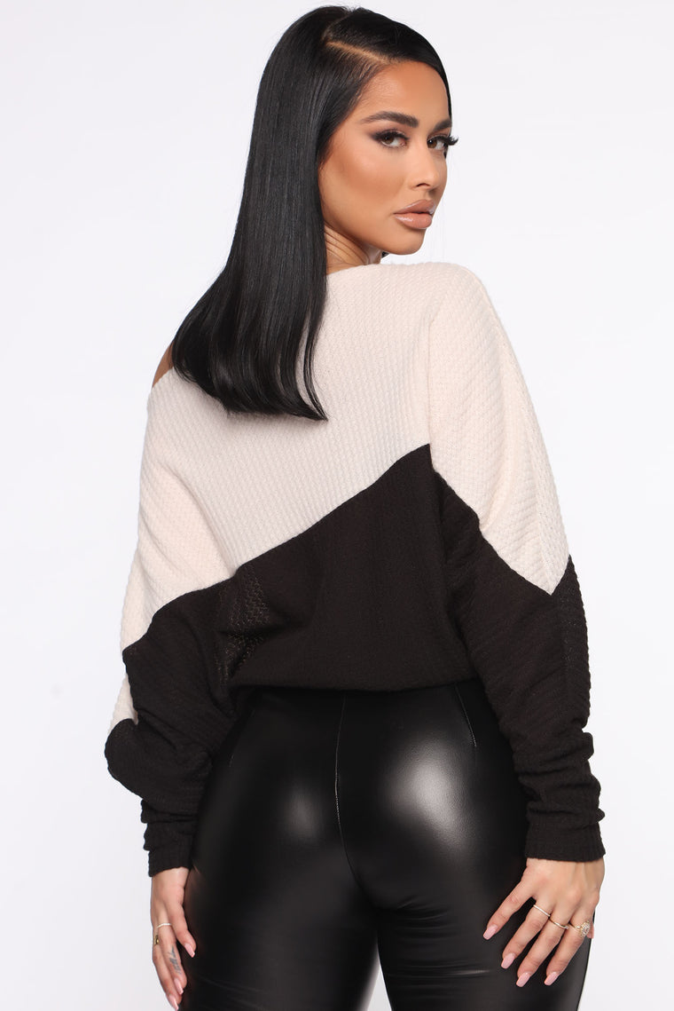 Shoulder Lean Top - Black/combo