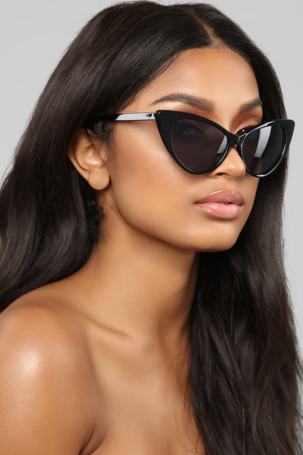 4f05c35598 Curving You Sunglasses - Black