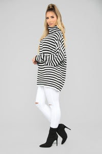 Miranda Turtleneck Sweater - Black/White