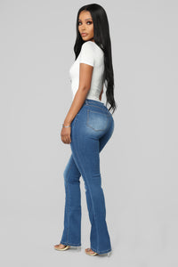 Getting The Boot Mid Rise Jeans - Medium Blue Wash