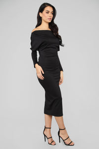 Very Classy Off Shoulder Midi Dress - Black Angle 3