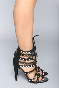 Look At You Go Heel - Black