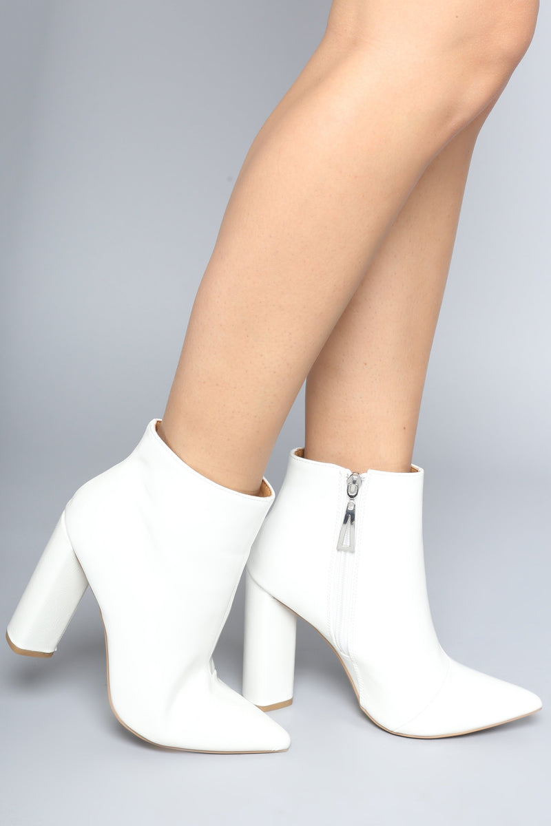 I'm Glossy Bootie - White
