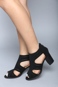 Low Key Heeled Sandal - Black