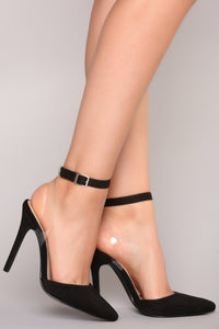 Babes Do It Better Heel - Black Angle 1