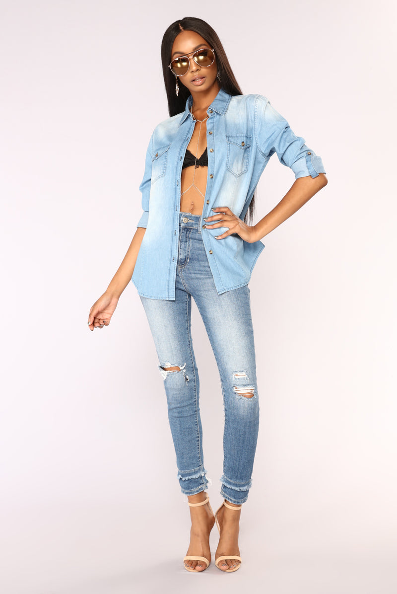 Hayden Chambray Top - Medium Wash