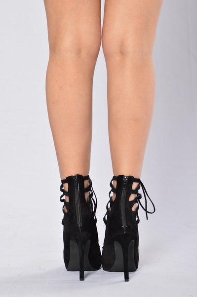 Crossing Paths Heel - Black