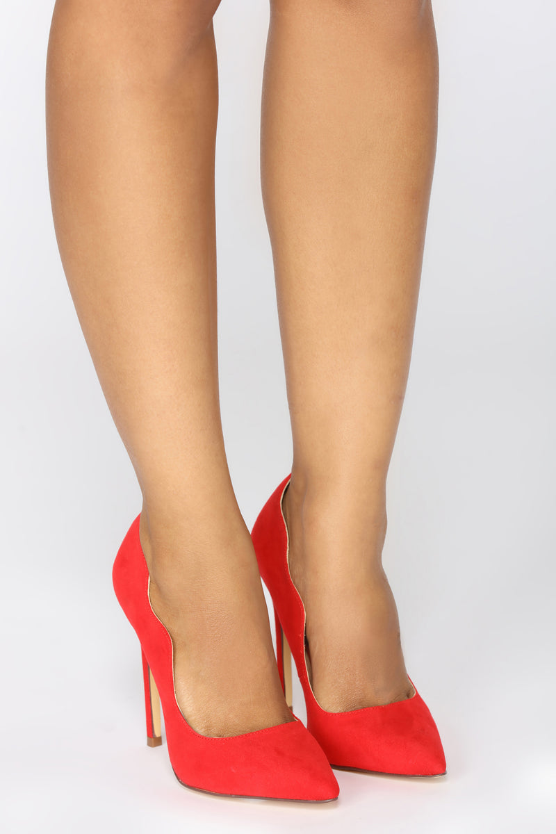 Lady In Waiting Pump - Red