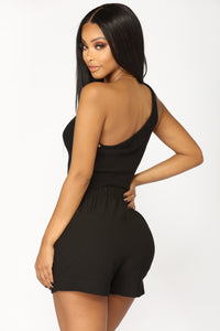 Edgy Eva One Shoulder Top - Black