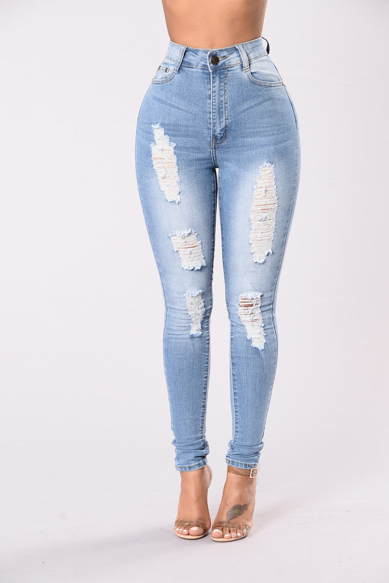 Lies On Your Lips Jeans - Light Wash