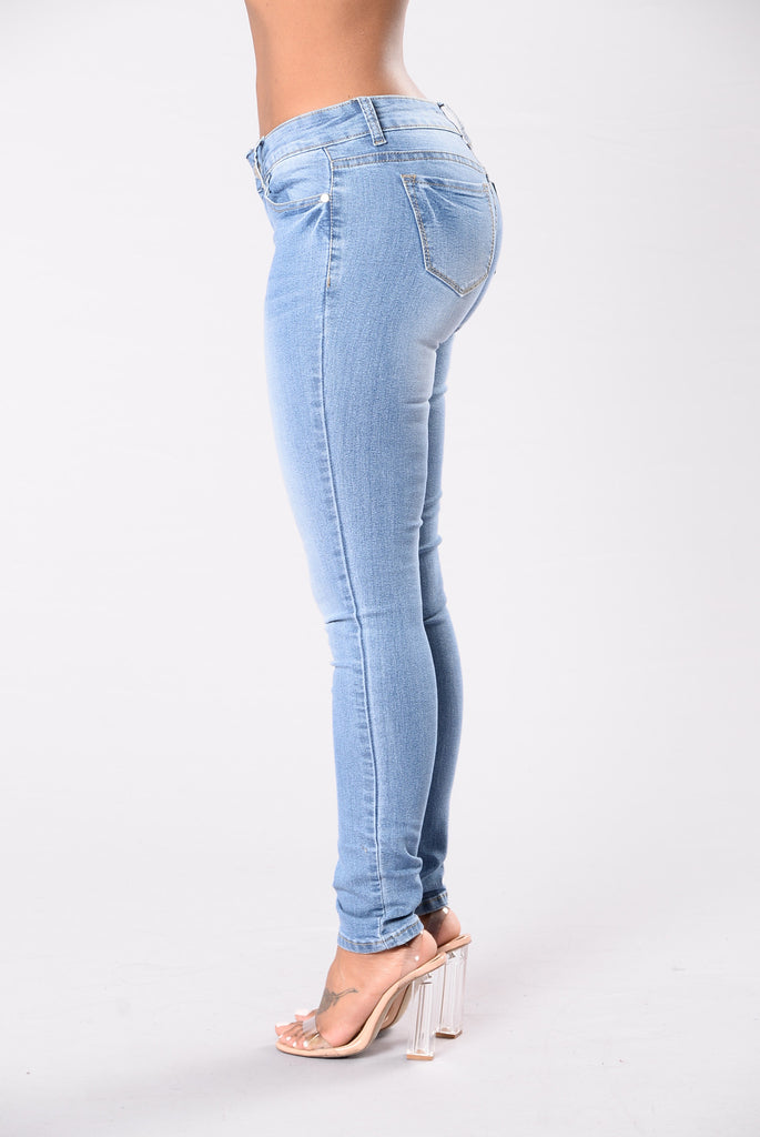 Simple Not Basic Jeans - Light Wash