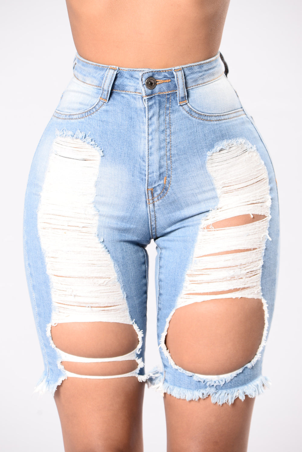 Your Main Attraction Shorts - Light Wash