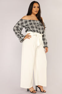 Estella Off Shoulder Top - Black/White