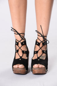 Stud My Toe Heel - Black