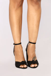 A Little Twisted Heel - Black