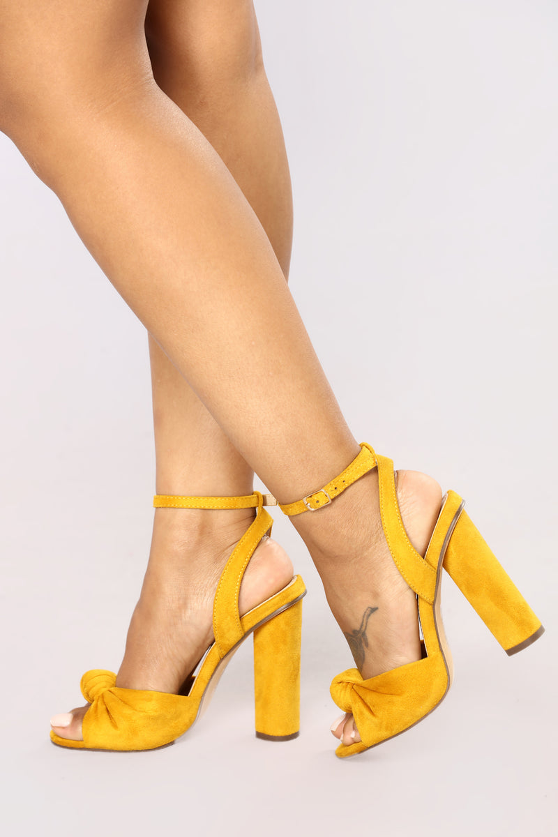 A Little Twisted Heel - Mustard
