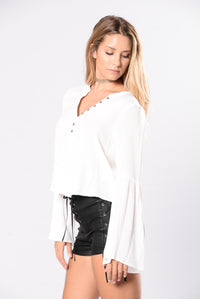 Wander Through The Desert Top - Ivory