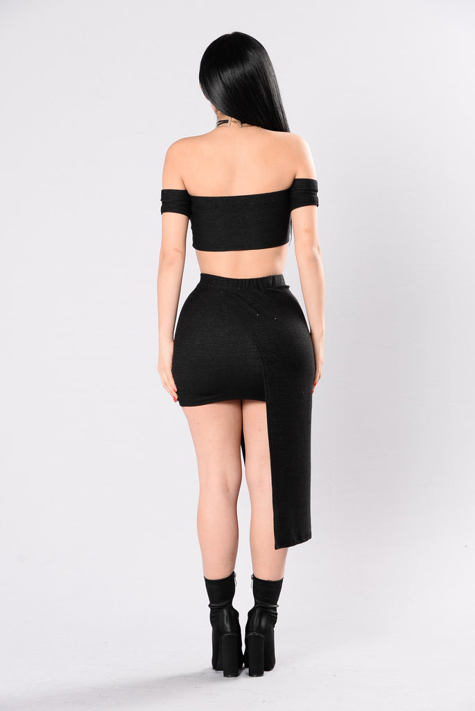 Such A Threat Skirt - Black